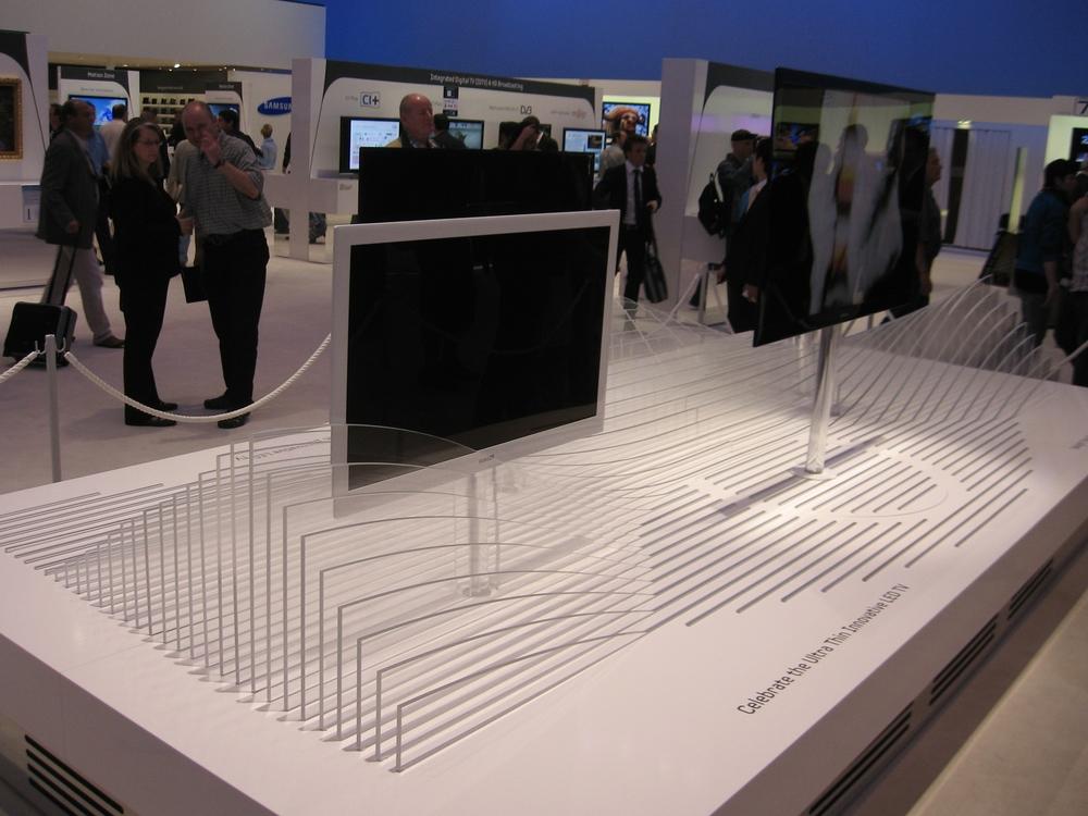 IFA2009-TVFay-Samsung-UltraThinLEDTV